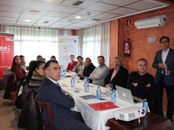 Empresarios se reúnen en Azuqueca de Henares para hablar de transformación digital y conocer la FP dual