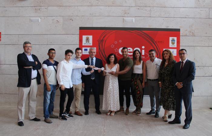 Entregadas las llaves de sus despachos a las nuevas empresas del CEEI de Guadalajara¨