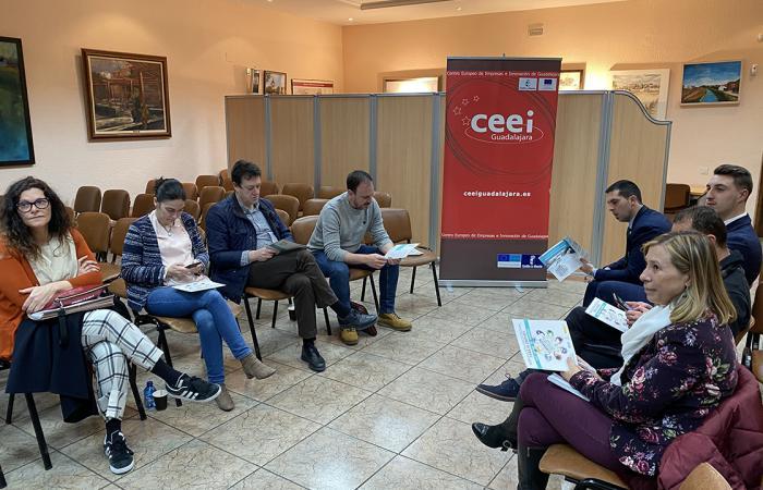 Los empresarios de Alovera se informan de la formación profesional para el empleo en un nuevo encuentro de GuadaNetWork ¨