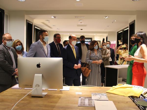 Inaugurada la 1º feria de emprendedores del centro comercial ferial plaza
