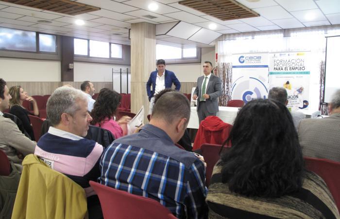 Una treintena de empresarios se reúnen en Azuqueca de Henares para hablar de cómo atraer el talento y continuar en la búsqueda de nuevas sinergias¨