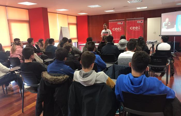 100 alumnos de diferentes cursos se forman en materia de emprendimiento e innovación de la mano del CEEI de Guadalajara¨