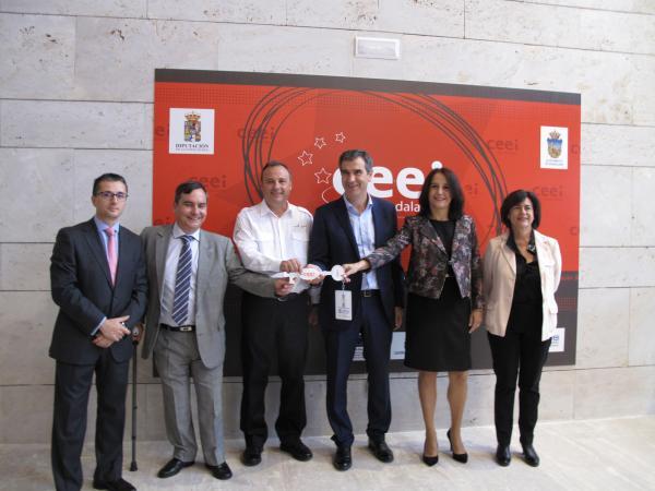 El alcalde de Guadalajara conoce de primera mano las inquietudes de las empresas del CEEI de Guadalajara