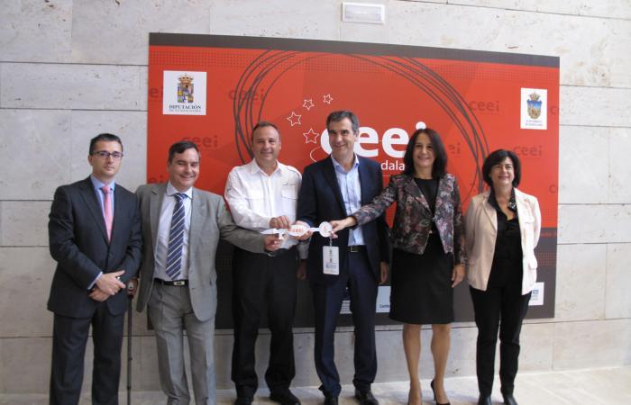 El alcalde de Guadalajara conoce de primera mano las inquietudes de las empresas del CEEI de Guadalajara¨