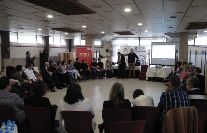 Medio centenar de empresarios se reúnen en Azuqueca de Henares para hablar de transformación digital y continuar en la búsqueda de nuevas sinergias ¨