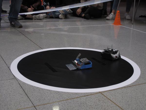 Los Titanes, del IES Aguas Vivas, ganan la primera competición de robótica para institutos organizado por el CEEI de Guadalajara