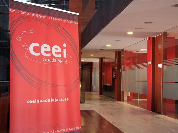 El CEEI de Guadalajara informa a los empresarios alcarre�os del programa de
