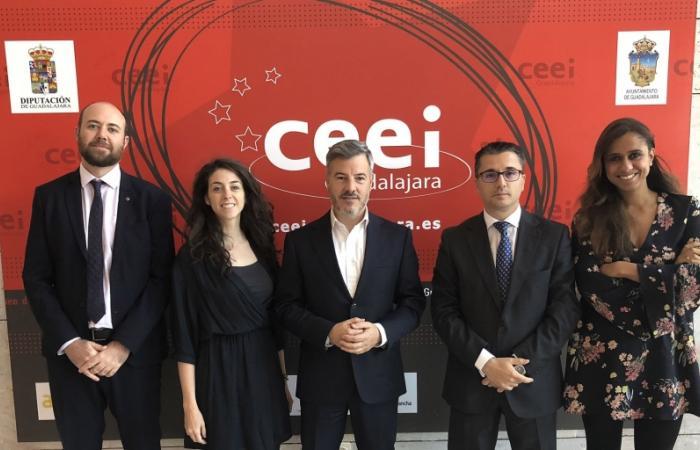 Javier Echarri, ceo de EBN, visita el CEEI de Guadalajara¨
