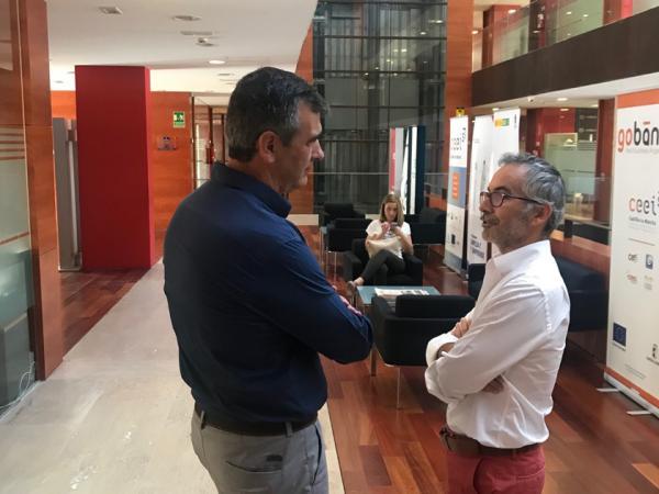 El alcalde y la concejal de Promoción Empresarial visitan en el CEEI la nueva empresa cinematográfica liderada por Pedro Solís