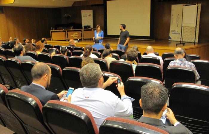 Celebrada la primera conferencia del ciclo Especializa-T¨